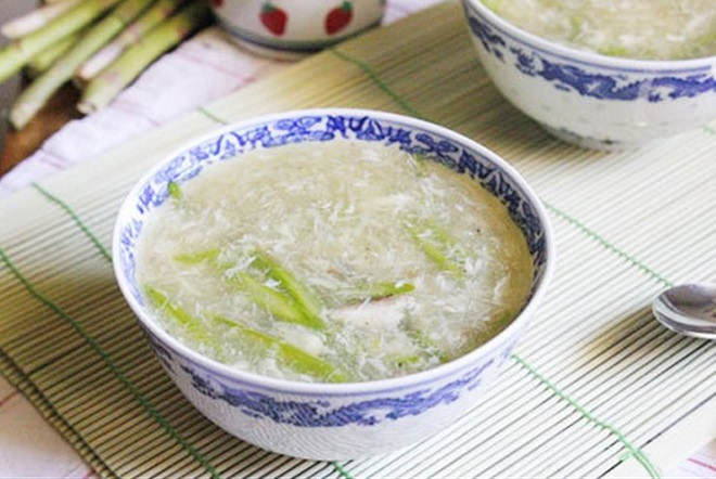 súp măng tây với thịt gà