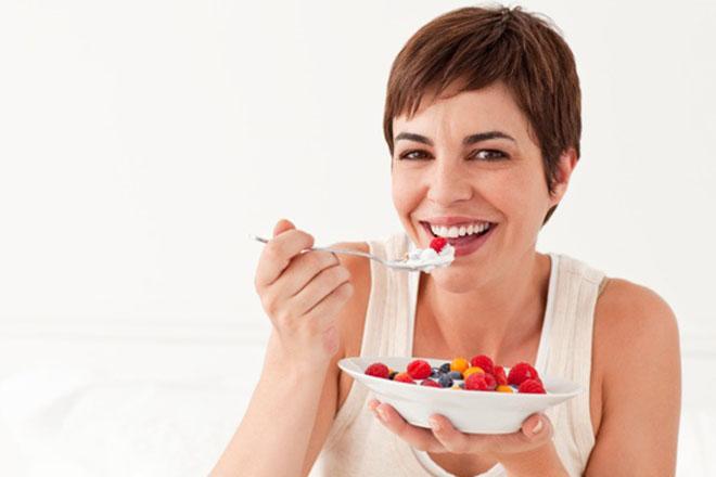 Mẹ bầu ăn sữa chua