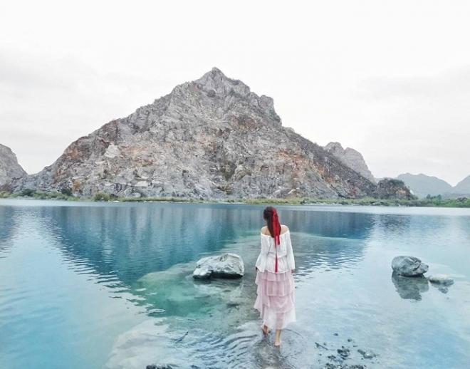Hồ núi đá vôi Trại Sơn là điểm du lịch nổi tiếng trong giới du lịch trẻ