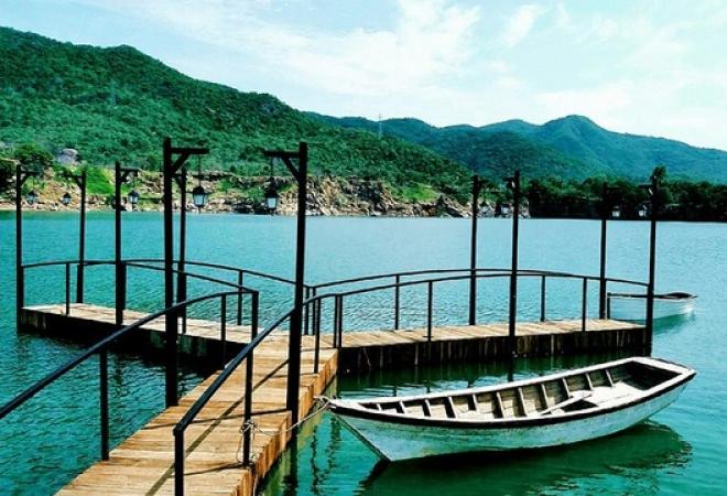Nhiều ngoại cảnh được thêm vào như cầu gỗ