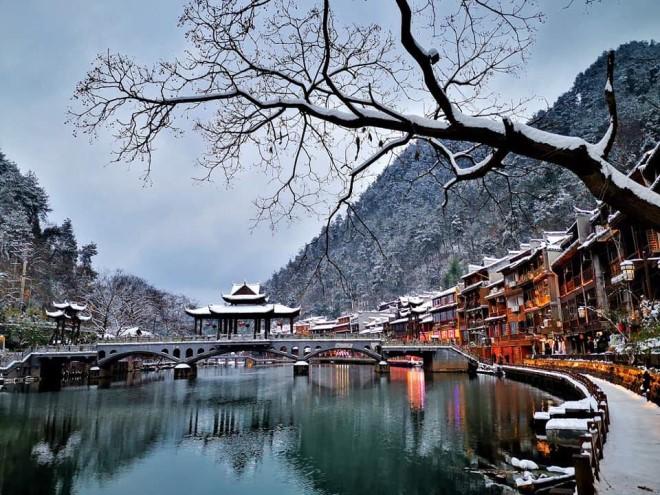 Tuyết rơi mùa đông ở Phượng Hoàng Cổ Trấn là cảnh đẹp hiếm có