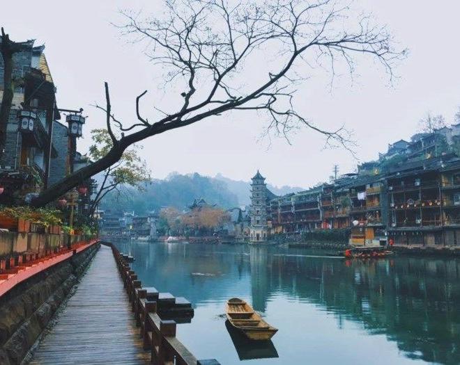 Sông Đà Giang là linh hồn của Phượng Hoàng Cổ Trấn