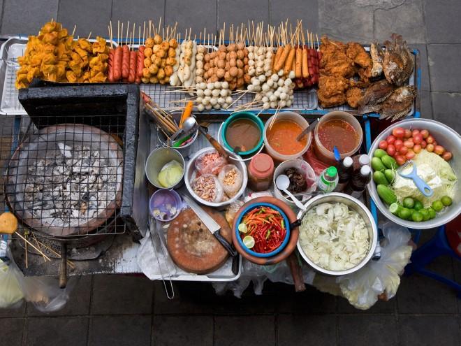 Shaokao   đồ xiên nướng là món ăn vặt quen thuộc ở Phượng Hoàng Cổ Trấn