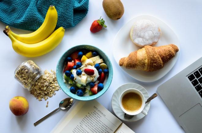 Bạn có thể chọn loại trái cây bổ dưỡng mà mình yêu thích để làm bữa ăn sáng thêm hấp dẫn