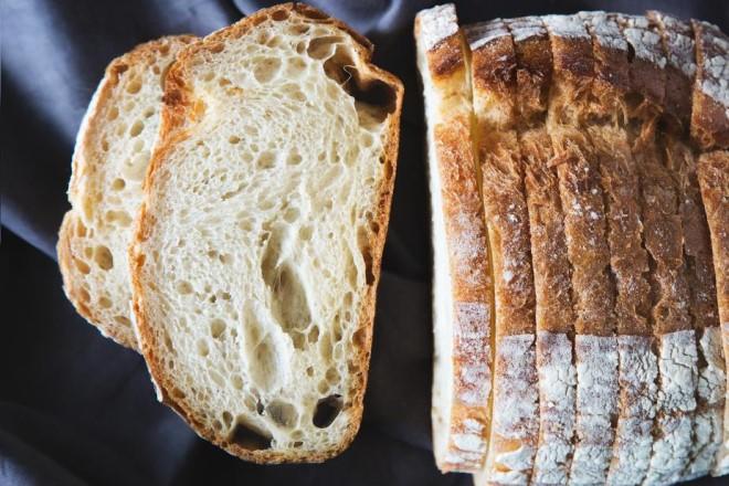 Bành mì là loại thực phẩm bổ dưỡng và thường được dùng làm món chính