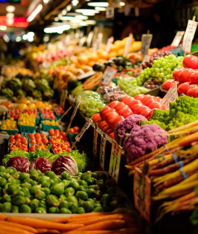 Cần bổ sung các loại vitamin và dưỡng chất cho da bằng các loại rau quả tươi