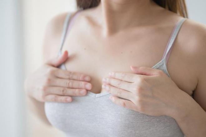 Ngực thay đổi