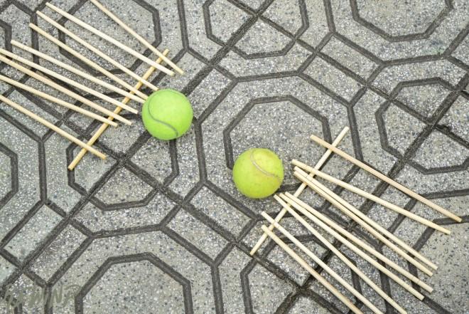 Banh đũa hay những trò chơi dân gian chắc chắn sẽ khiến trẻ thích thú