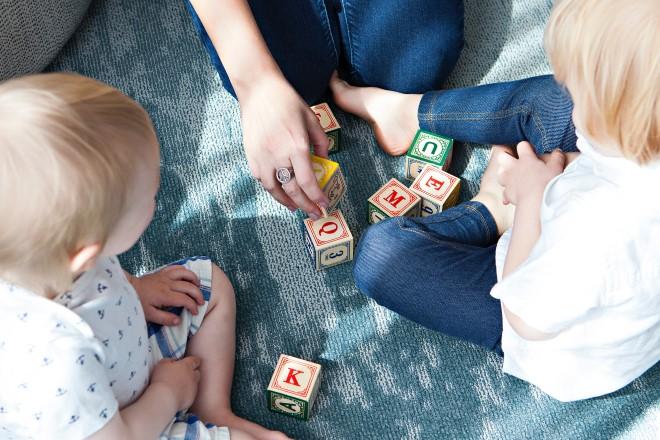 Đồ chơi có số và chữ cái giúp nâng cao vốn ngôn ngữ cho trẻ rất hiệu quả