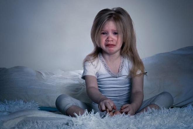 Trẻ khóc vì sợ hãi ban đêm