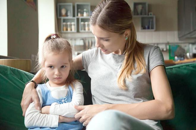 Mẹ nói chuyện với con gái