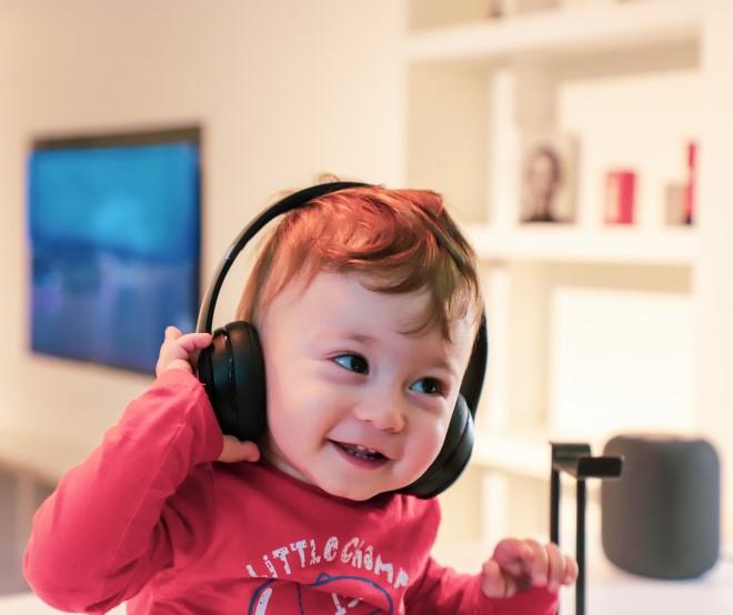 Nghe nhạc tiếng Anh khi còn trong bụng mẹ giúp trẻ tăng khả năng cảm nhận âm thanh và tiếp thu ngoại ngữ sau khi sinh
