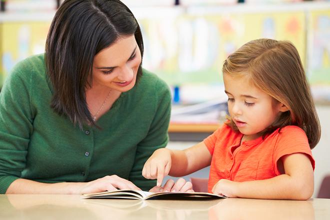 Yêu cầu trẻ đọc cho bạn nghe