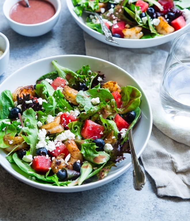 Các món salad rau củ sẽ là thức ăn vặt cực lành mạnh cho mẹ bầu thèm ăn