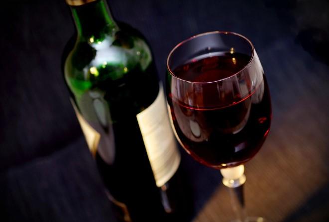 Nếu nhà đang sẵn có rượu vang, chị em hãy thử làm một mẻ giấm từ loại nguyên liệu thượng hạng này xem