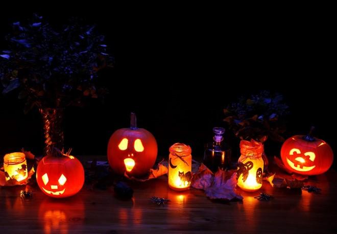 Bạn có thể dễ dàng tự làm đèn bí ngô tại nhà trang trí vào dịp Halloween này