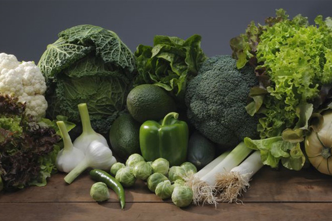 Bà bầu nên ăn rau xanh đậm