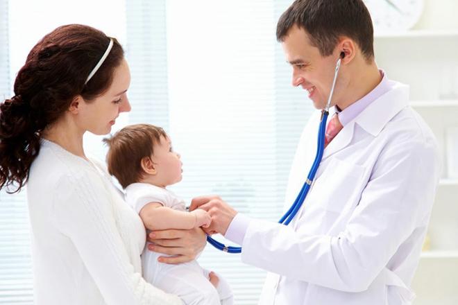 Đưa bé đến bác sĩ