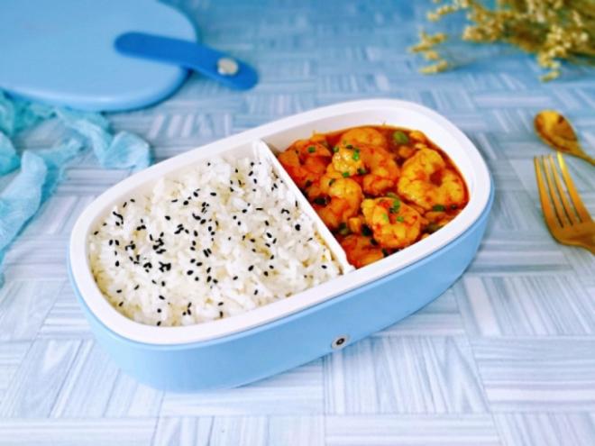 Món cơm cà ri tôm kích thích vị giác giúp cho bữa trưa không còn nhàm chán