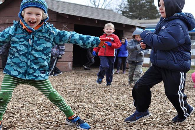 Trẻ mặc ấm mùa lạnh