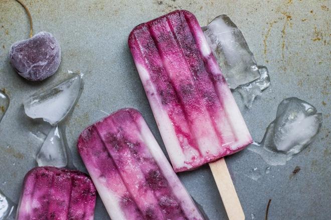Không nên cho trẻ ăn đồ lạnh để phòng tránh các bệnh về đường hô hấp hoặc đường tiêu hóa