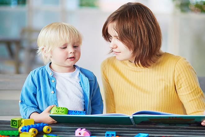 Mẹ đọc sách cùng bé
