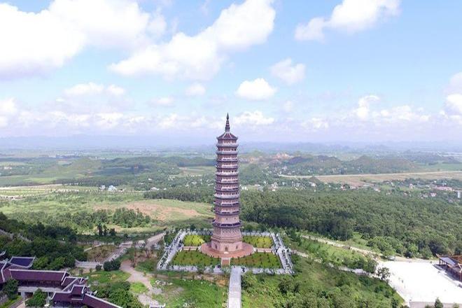 Bảo tháp tại chùa Bái Đính