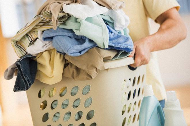 Mặc lại quần áo bẩn