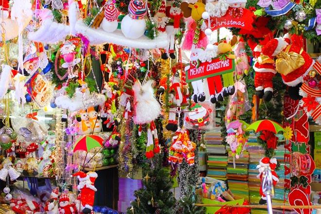 Cửa hàng bán đồ Noel