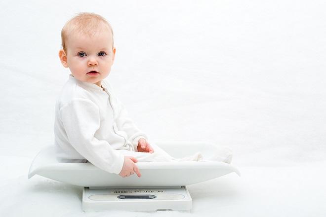 trẻ sơ sinh tăng cân nhanh chóng