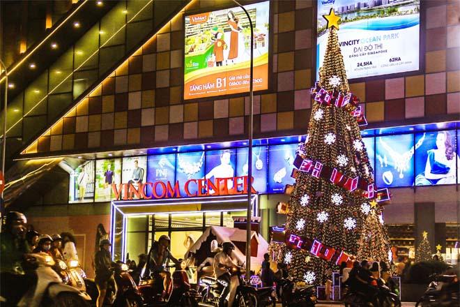 Cây thông Noel trung tâm