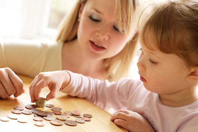 Dạy trẻ 2 3 tuổi cách dùng tiền