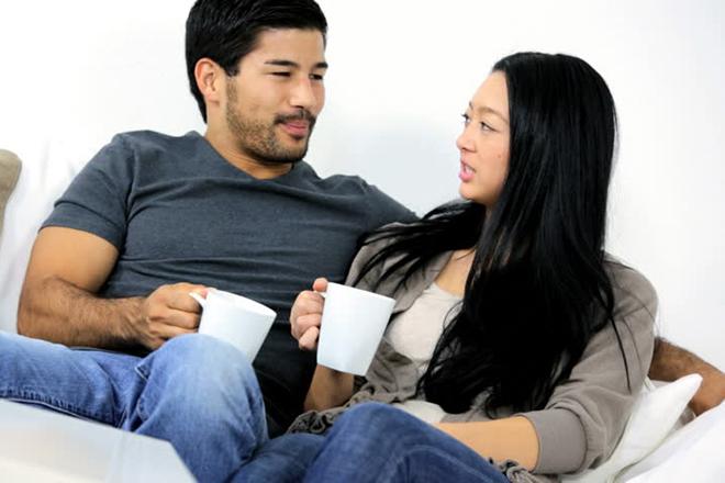 Vợ chồng trò chuyện