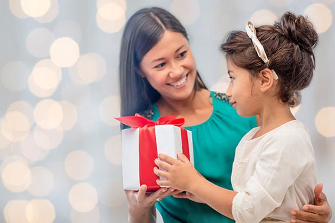 Quà Noel cho bé gái