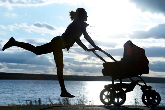 Mẹ sau sinh siêng vận động