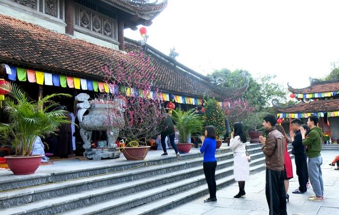 thành tâm lễ chùa