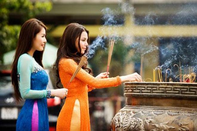 áo dài lễ chùa