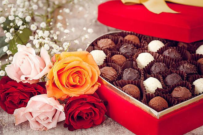 Hoa tặng Lễ tình nhân kèm Chocolate