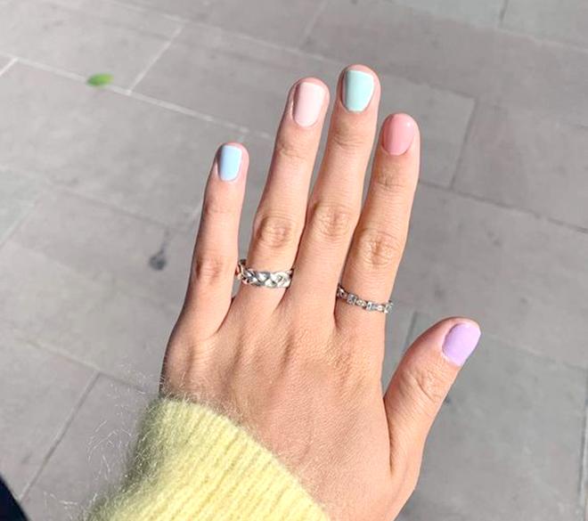 Nail nhiều màu có tông xanh chủ đạo