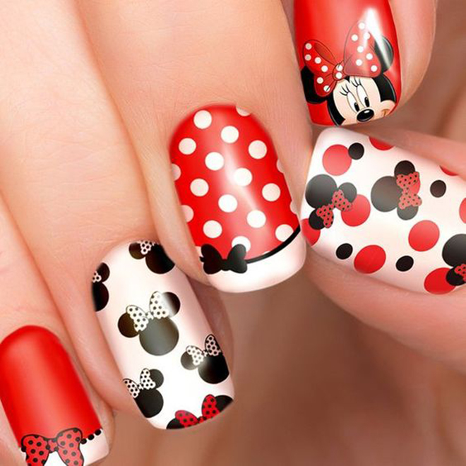 Nail đỏ Mickey decal