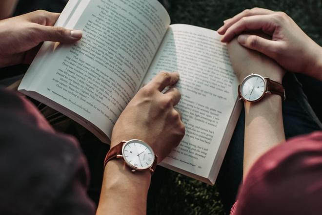 Cặp đôi đọc sách
