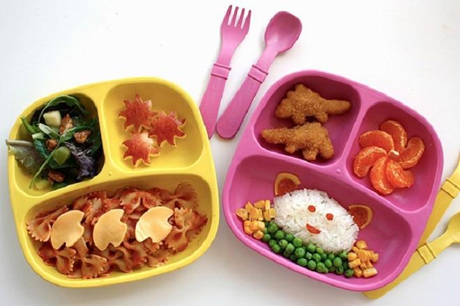 Mẹ Nhật làm đồ ăn cho con mang đi học