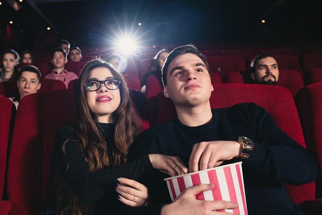 14 tháng 2 nên tặng quà gì vé xem phim