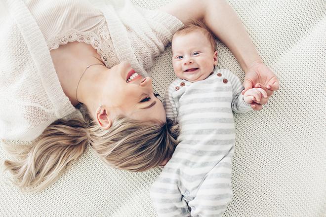 Mẹ cho bé ngủ
