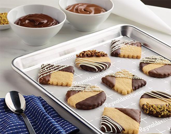 Bánh quy nhúng socola hoa văn