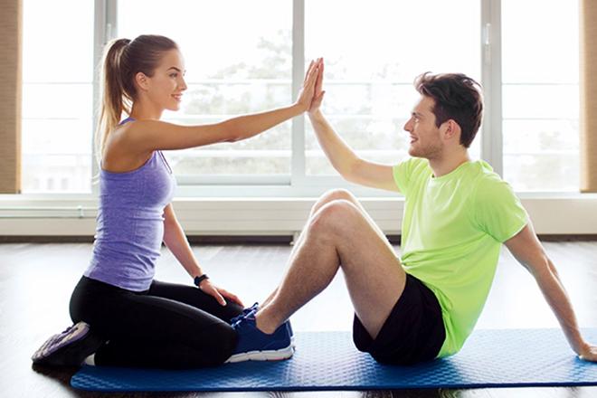 Cặp đôi tập thể dục