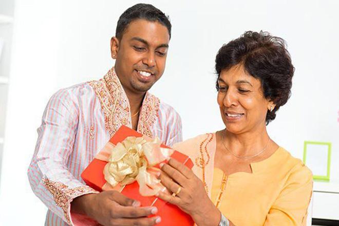 Tặng quà cho mẹ