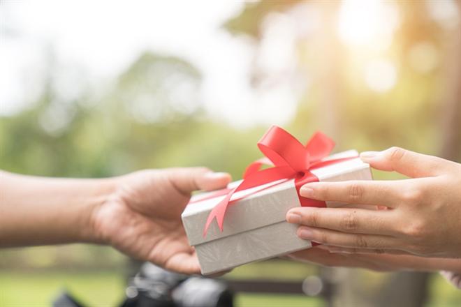 Tặng quà 8 3 cho bạn gái phù hợp