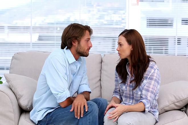 Vợ chồng nói chuyện