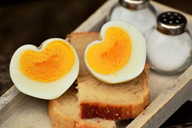 Tác dụng của trứng gà trị mụn
